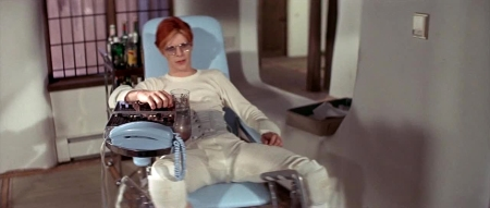the man who fell to earth 04